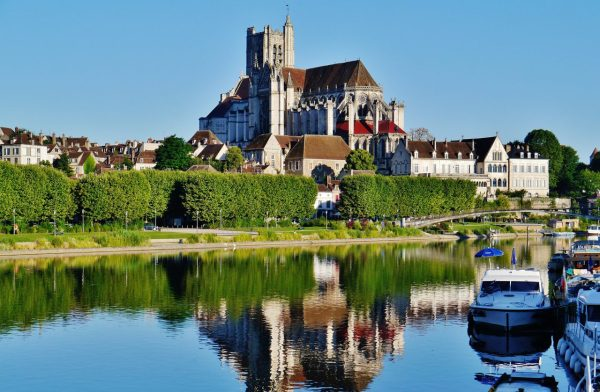 cropped-auxerre_stadtpanorama_from_quai_de_lancienne_abbaye.jpg